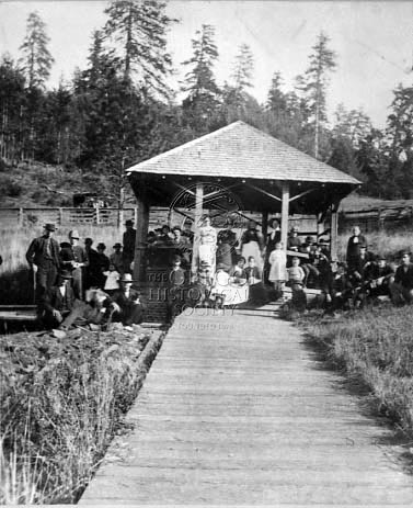 image-888868-UNIDENTIFIED_GROUP_GATHERS_AT_THE_SPRING_HOUSE_AT_SODAVILLE_MINERAL_SPRINGS-c9f0f.jpg